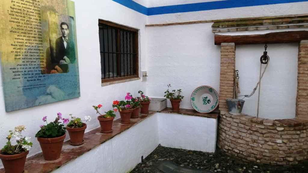 El pozo medianero de la casa de Valderrubio que inspiró el drama de 'La casa de Bernarda Alba', colindante con la casa de la tía de Federico.