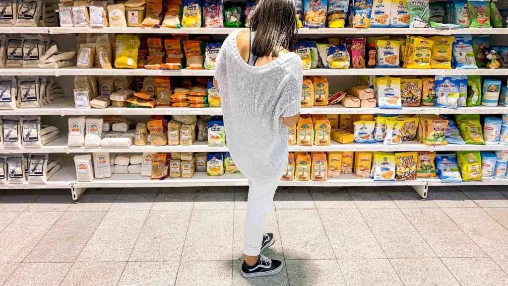 Una clienta en su supermercado.
