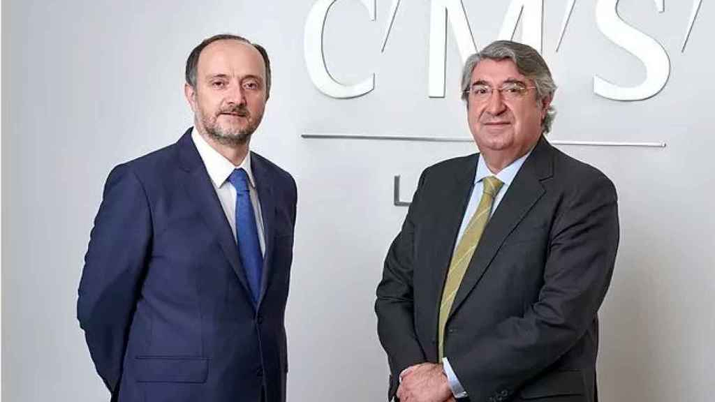 Enrique Remón (izqda.) junto a Carlos Aguilar, director del departamento penal de CMS./