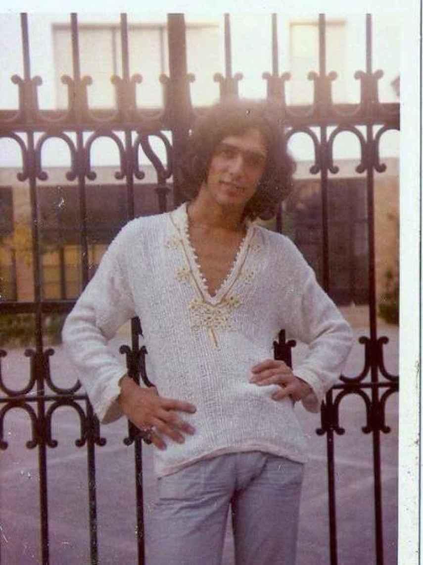 Javier García-Pelayo, en sus años de galán hippie.