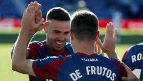 De Frutos y Roger Martí celebran un gol