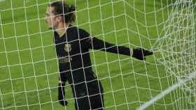 Antoine Griezmann, con la camiseta negra del Barcelona, en un momento del partido