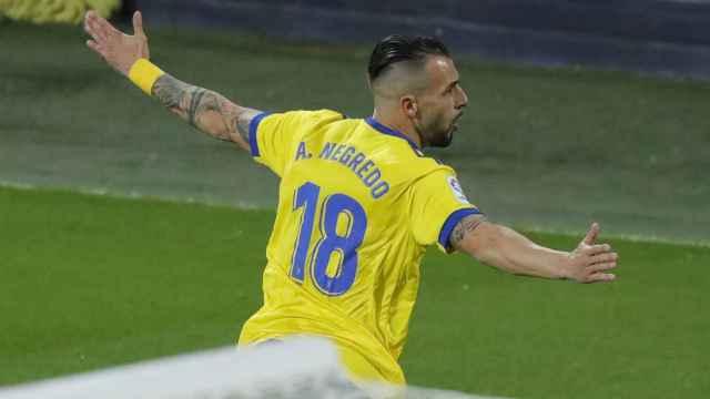 Álvaro Negredo celebra su gol al Barcelona