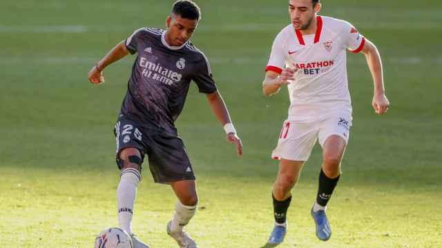 Rodrygo ante Munir, en el Sevilla - Real Madrid de La Liga