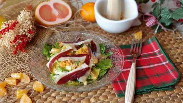 Ensalada de mandarina, jamón de pato y soja