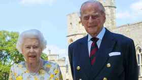 Isabel II y Felipe de Edimburgo no tendrán un trato preferencial en la lista de vacunación.