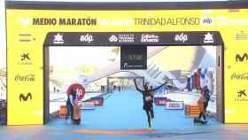 Kibiwott Kandie entrando en la meta de la prueba de media maratón celebrada en Valencia