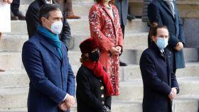 Sánchez e Iglesias, separados por Carmen Calvo, en el Día de la Constitución.