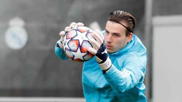 Andriy Lunin, en un entrenamiento del Real Madrid