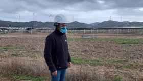Un técnico utiliza las smart-glasses en el parque fotovoltaico de Endesa en Teba (Málaga).