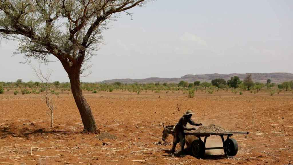 Imagen de archivo de un agricultor en el Sahel.