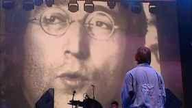 El rostro de John Lennon preside un concierto de Liam Gallagher, en Londres.