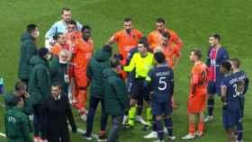 El Basaksehir abandona el partido contra el PSG por un presunto insulto racista del árbitro