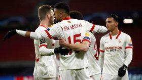 El Sevilla FC celebra un gol ante el Rennes.