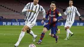Messi persigue a Cristiano Ronaldo, en el Barcelona - Juventus de la Champions