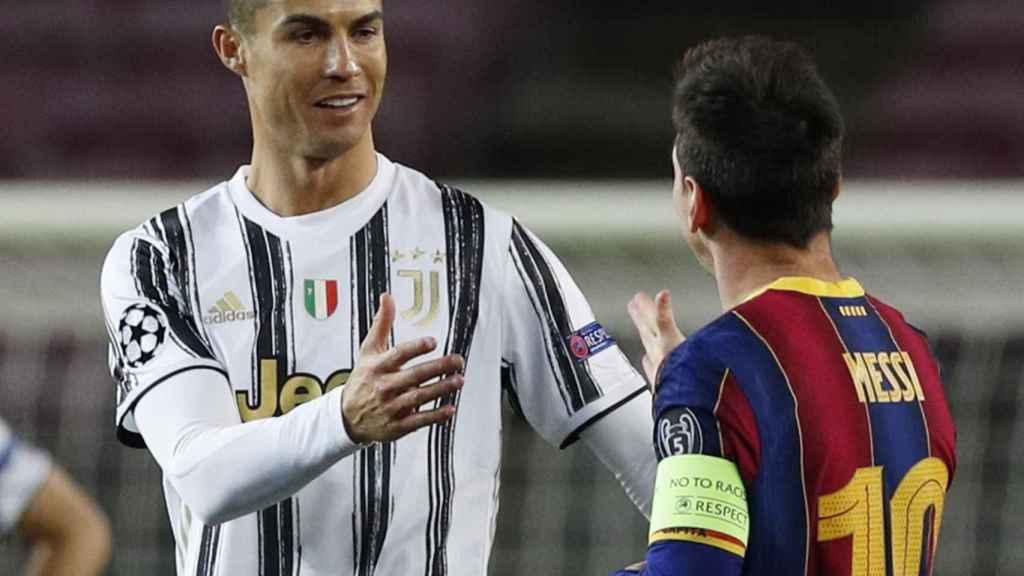 Saludo entre Cristiano Ronaldo y Leo Messi