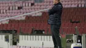 Ronald Koeman, en la banda del Camp Nou
