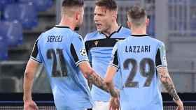 Ciro Immobile celebra el gol de la Lazio con Sergej Milinkovic-Savic y Manuel Lazzari