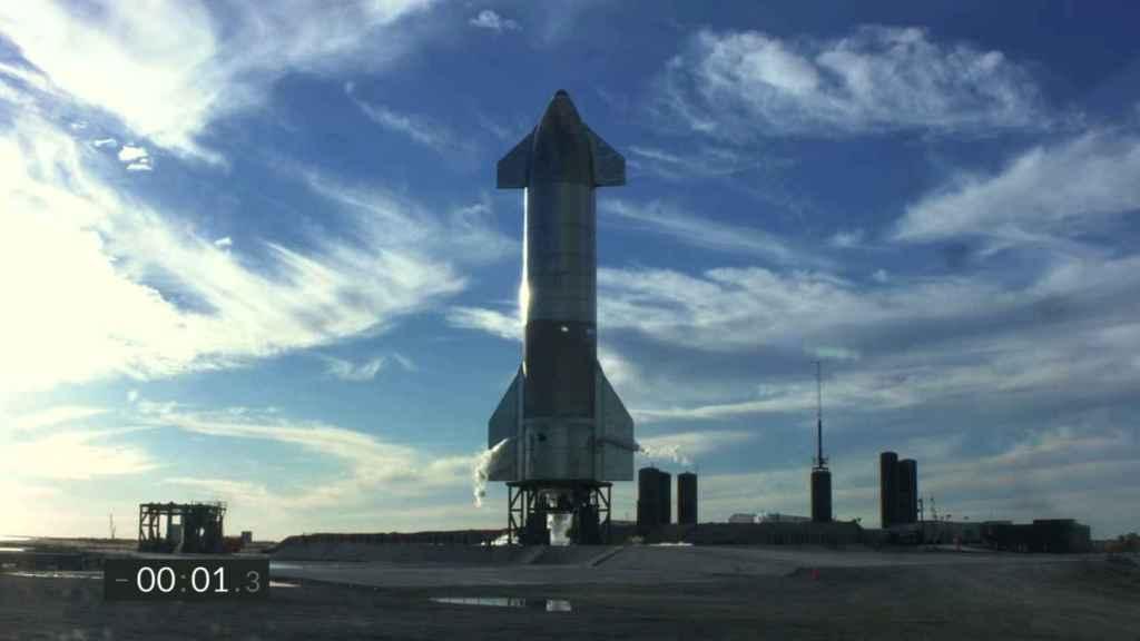 Foto de la Starship en su puesto de lanzamiento.