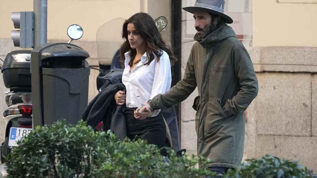 Macarena junto a su pareja el cantante Leiva.