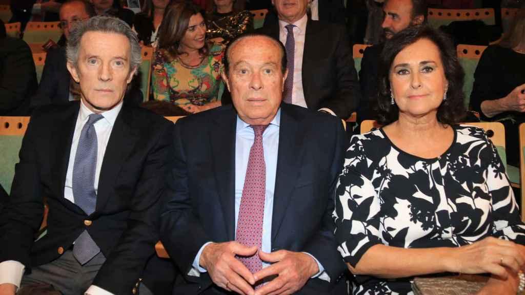 Alfonso Diez junto a su gran amiga Carmen Tello y Curro Romero en 2016.