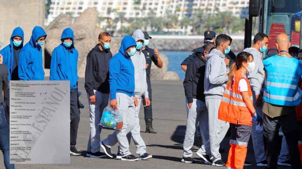 Varios inmigrantes son introducidos en un autobús en en el muelle de Arguineguín (Gran Canaria), tras ser rescatados por Salvamento Marítimo.