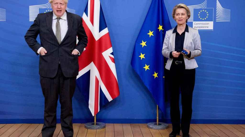 Boris Johnson y Ursula von der Leyen, antes de su reunión este miércoles en Bruselas