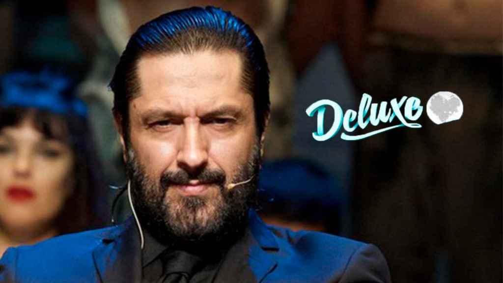 Rafael Amargo junto al logo del programa 'Sábado Deluxe'.