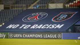 La pancarta contra el racismo en el estadio del PSG