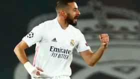 Karim Benzema celebra su gol al Borussia