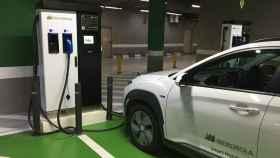 Puesto de carga de coche eléctrico de Iberdrola.