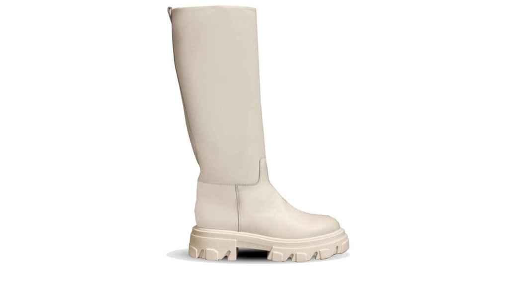 Las botas altas en color blanco con este patrón son perfectas para combinar con cualquier tipo de prenda.