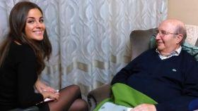 Alexia Rivas junto a su abuelo Pepe.
