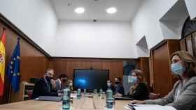 El vicepresidente de la Junta, Juan Marín, y los consejeros de Presidencia y Fomento, Elías Bendodo y Marifrán Carazo, en la constitución de la mesa.