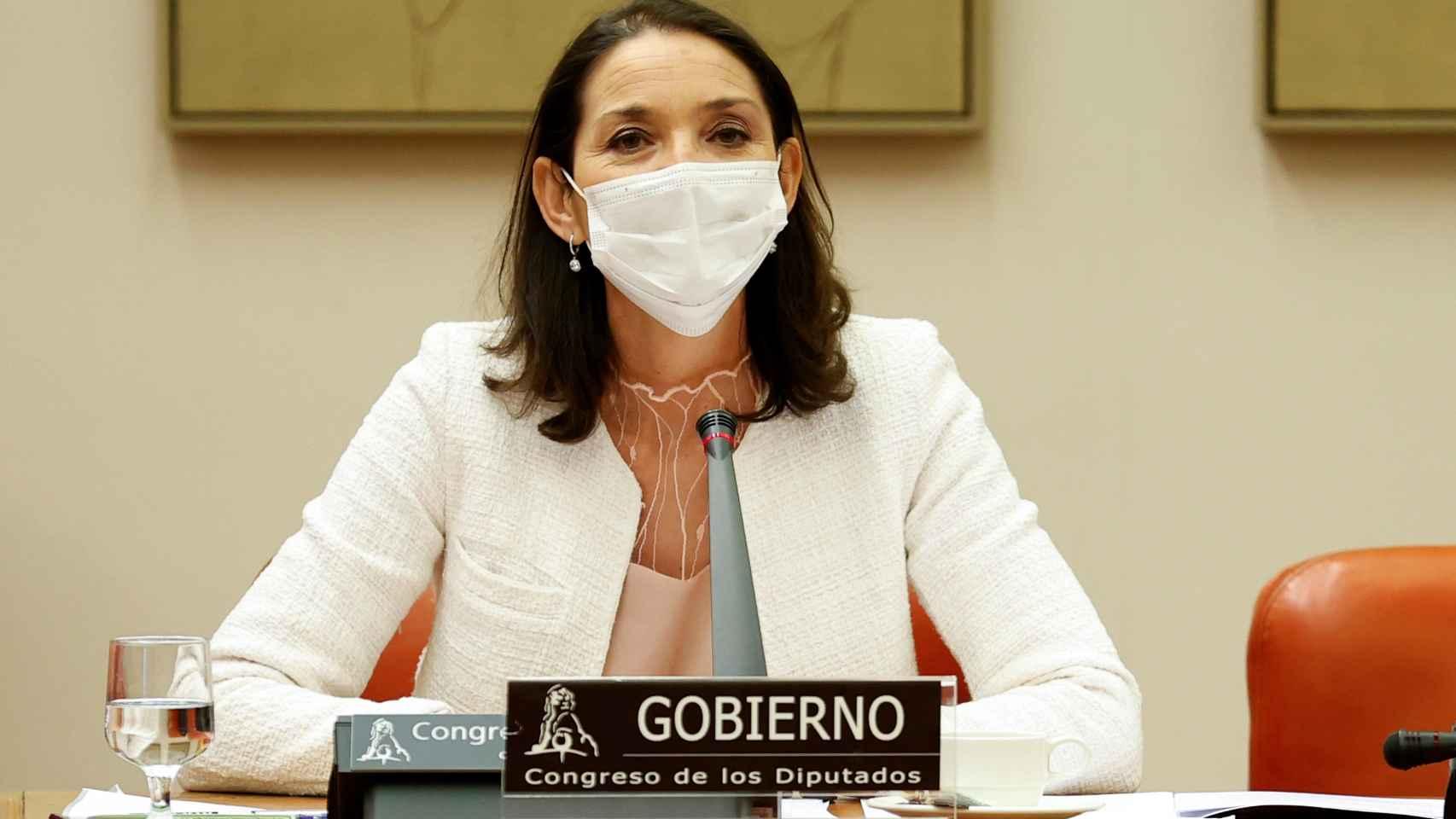 La ministra de Industria, Comercio y Turismo, Reyes Maroto, en la Comisión de Industria del Congreso.