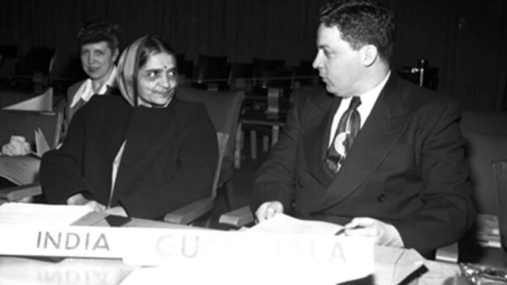 Hansha Meta, junto con el representante de Guatemala.