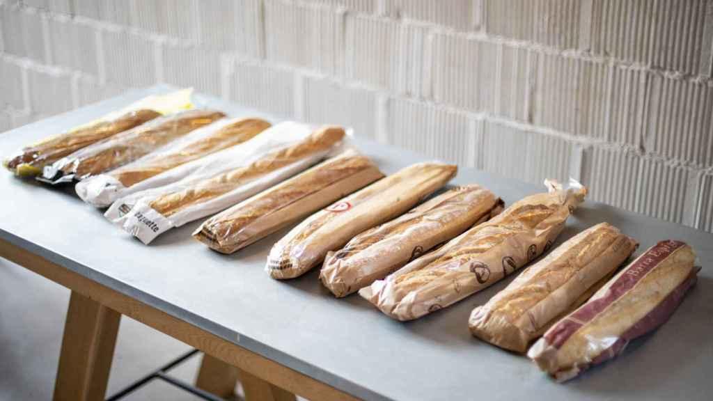 Los 10 panes del supermercado comprados para la prueba.