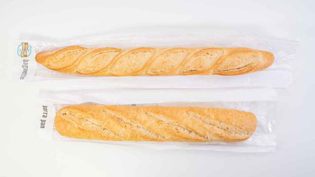 Arriba, baguette de Mercdona; abajo, barra de pan del mismo supemercado.