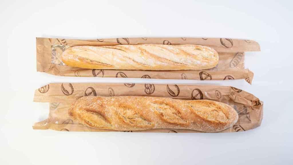 Arriba, barra de pan del Lidl; abajo, barra de pan de masa madre.