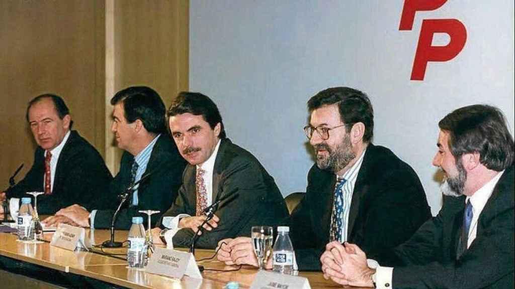 Rodrigo Rato, Francisco Álvarez-Cascos, José María Aznar, Mariano Rajoy y Jaime Mayor Oreja, en una imagen de 1996.