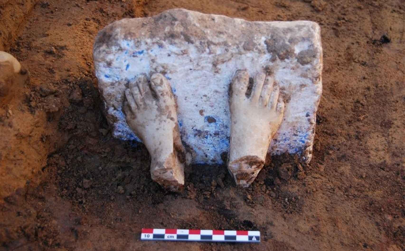 Los pies correspondientes a una escultura de origen griego, la primera documentada en la Península Ibérica.