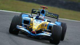 Fernando Alonso se reencuentra con el Renault R25