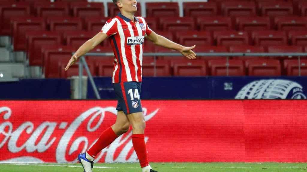 Marcos Llorente celebra un gol con el Atlético