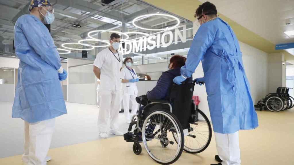La Comunidad de Madrid ha difundido la foto de la primera paciente del hospital Isabel Zendal.