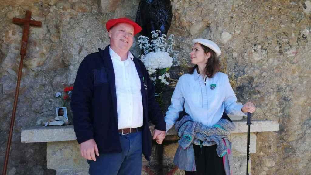 Carlos Javier de Borbón-Parma, pretendiente carlista; y su esposa Ana María, en Montejurra.