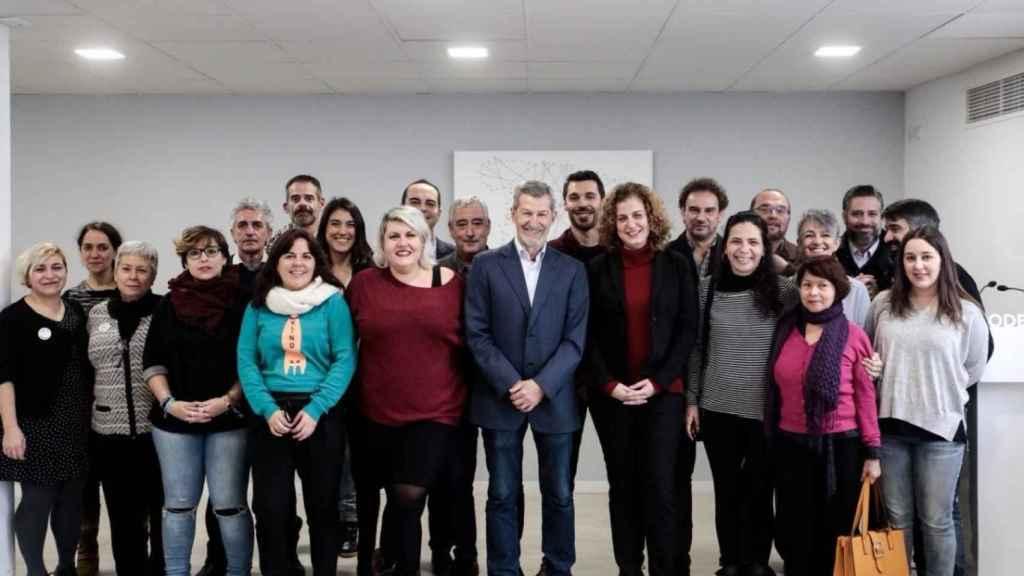 Luis Nieto (5º por la derecha), en el equipo de Podemos Madrid con su antiguo secretario general, el ex JEMAD Julio Rodríguez.
