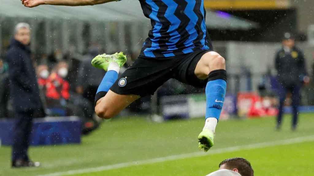 Achraf en un partido del Inter de Milán de la Champions League 2020/2021