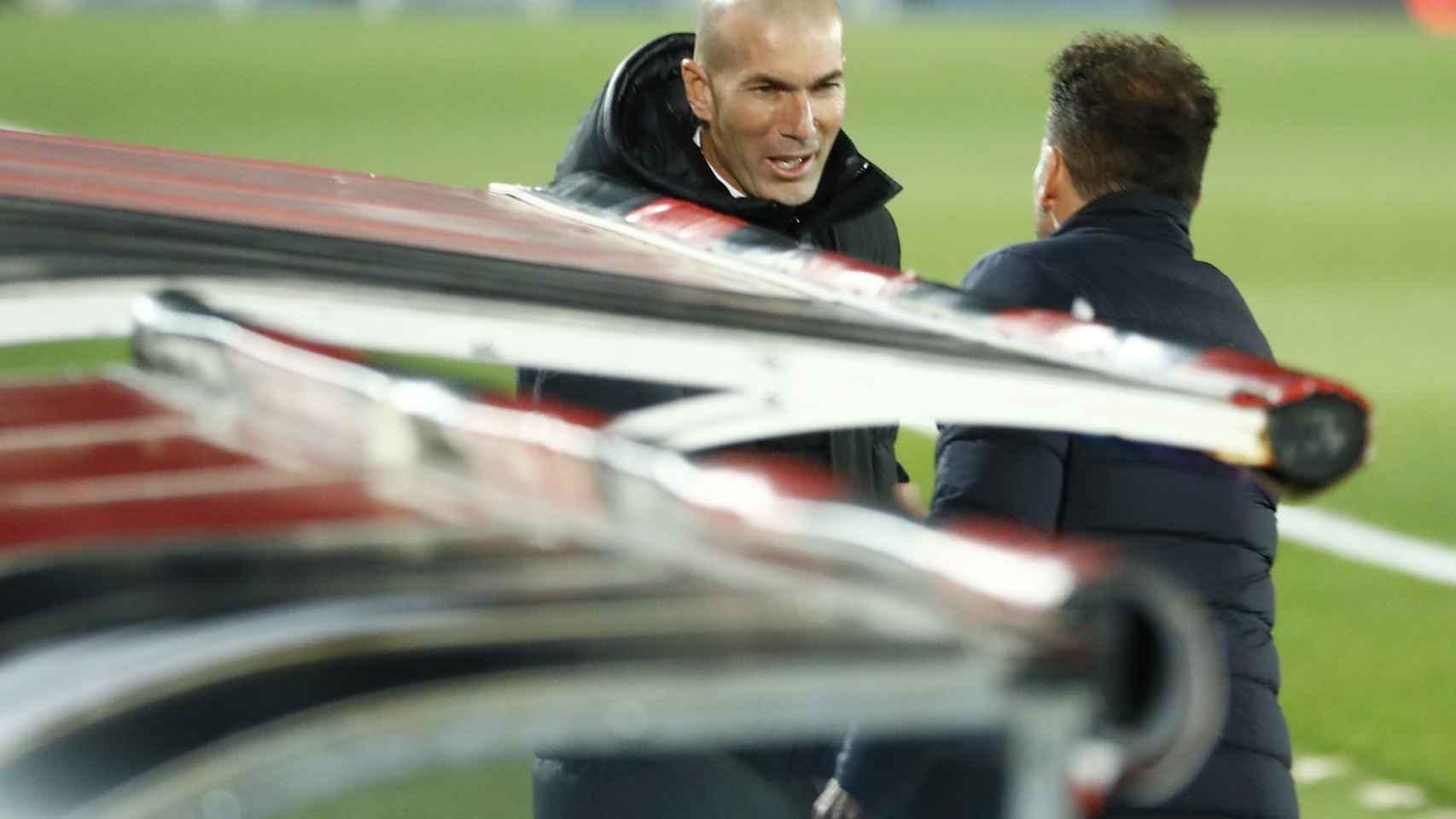 Saludo de Zidane y Simeone antes del Derbi