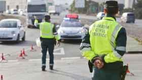 Guardias civiles, en pleno examen.