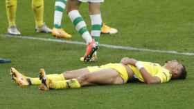 Un jugador del Villarreal se lamenta durante el duelo ante el Betis